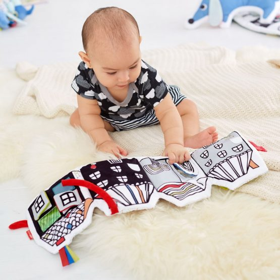 Бебешка мека книжка Skip Hop, Весело село
